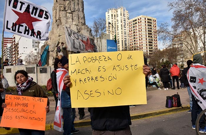 PROTESTA RECLAMO CARPA CONTRA EL HAMBRE VOTAMOS LUCHAR MTR  (2)