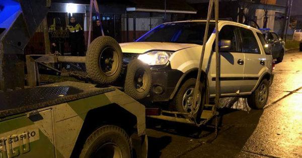 Manejaba alcoholizado y chocó cinco autos estacionados