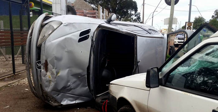 Violento vuelco en Colinas de Peralta Ramos: dos heridos