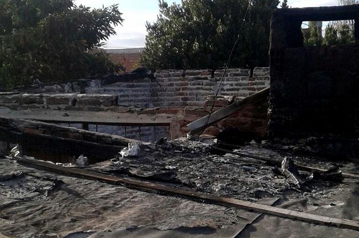 Se le quemó la casa y perdió todo: necesita ayuda