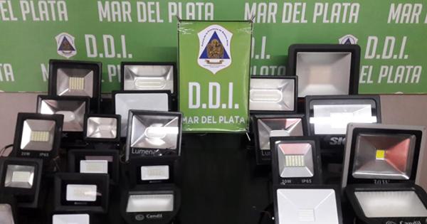 Detuvieron a un hombre que vendía reflectores led en Plaza Rocha