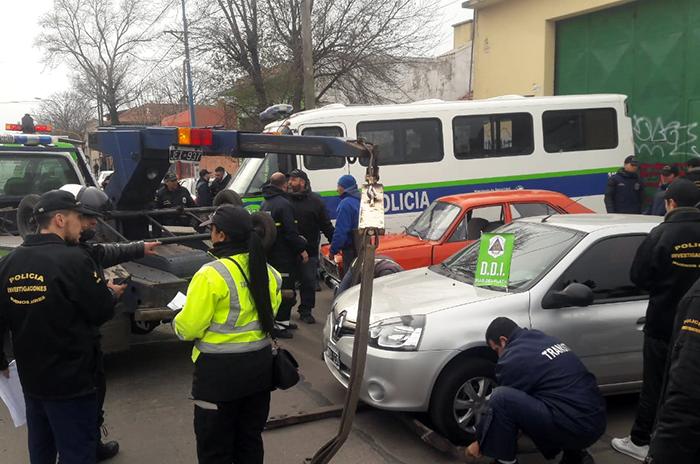 Secuestran seis autos y dos motos por irregularidades