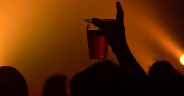 De ahora en más, en verano se podrá comprar alcohol hasta las 23