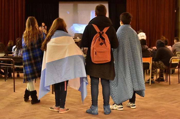 """Escuela Piloto: un """"frazadazo"""" como inicio de otro plan de lucha"""
