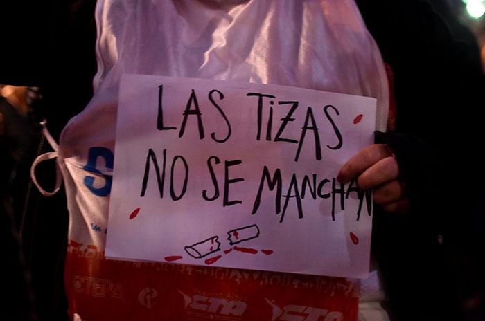 Una marcha de antorchas tras el ataque a la docente de Moreno