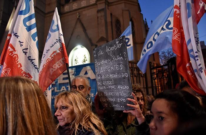 MARCHA DEL SILENCIO DOCENTES EXPLOCION MORENO  (3)