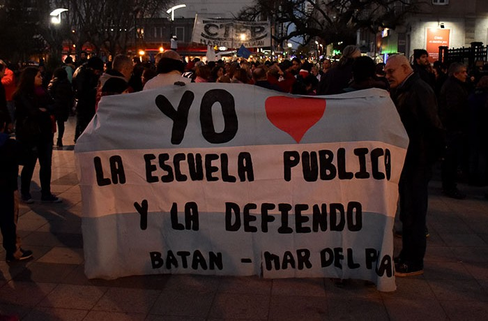MARCHA DEL SILENCIO DOCENTES EXPLOCION MORENO  (7)