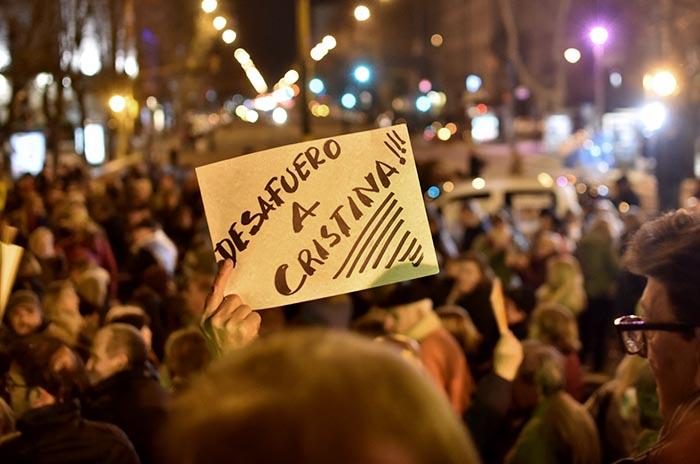 """#21A en Mar del Plata, al grito de """"desafuero a CFK"""" y """"Pulti ladrón"""""""