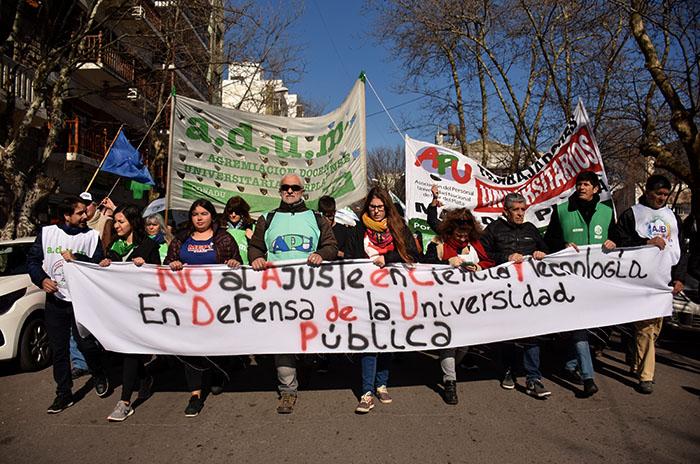 Docentes, trabajadores y alumnos, unidos por la educación pública