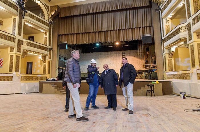 """Arroyo recorrió el Teatro Colón: """"Una pared estuvo 12 años rajada"""""""