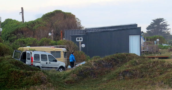 Cabañas en el acantilado: piden respuestas en el HCD y al Emtur
