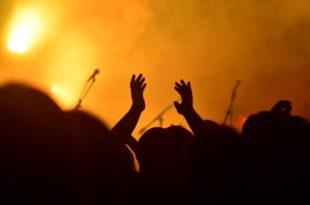 El gobierno nacional autoriza eventos culturales de hasta 100 personas al aire libre