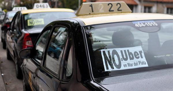 Desde las 13, paro de taxis y remises en la ciudad