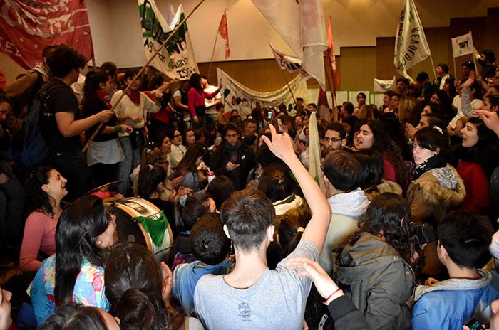 Estudiantes y docentes tomaron el Consejo Escolar