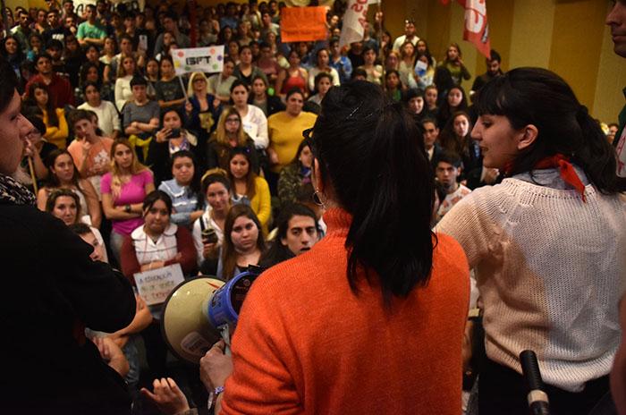 """Denuncian """"hostigamiento"""" contra quienes toman el Consejo Escolar"""