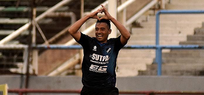 Un golazo de Molina le dio el triunfo a Alvarado en el debut
