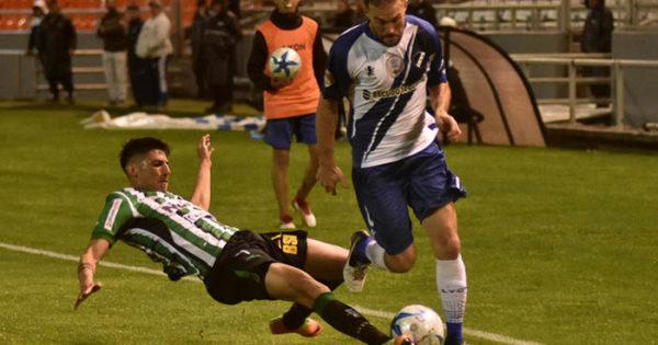 Bajo la lluvia, Villa Mitre frenó a Alvarado y se llevó un empate