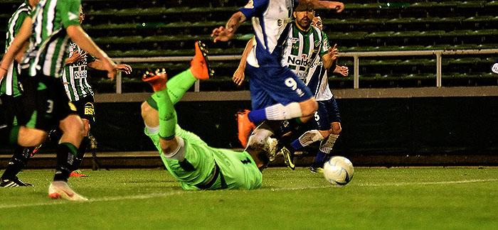 Alvarado no sostuvo la ventaja y empató con Villa Mitre
