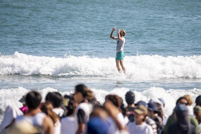 Surf: tras salir campeón mundial, Muñiz se presenta en Portugal