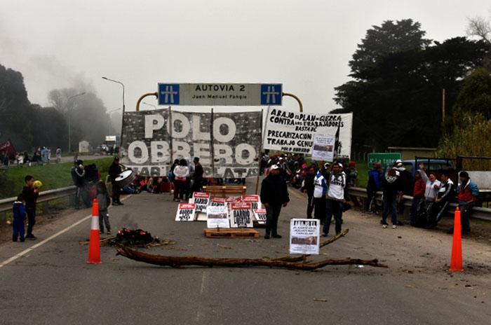 """Corte y protesta en la Ruta 2: """"Stanley mira para otro lado"""""""