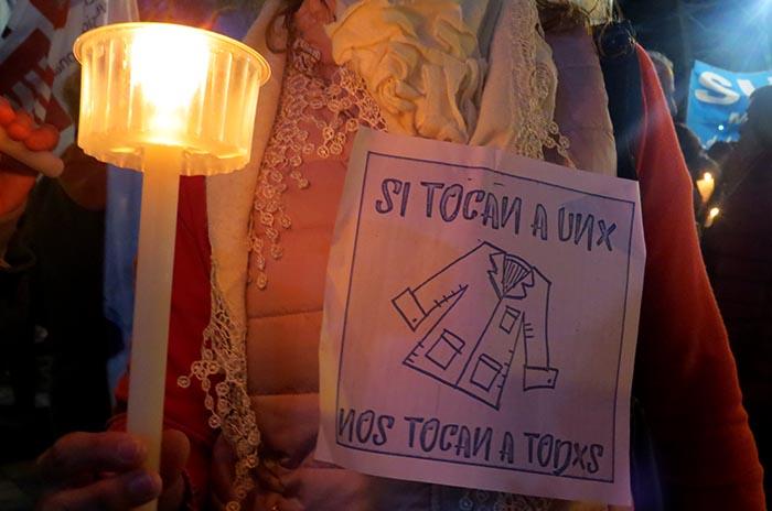 Antorchas contra la tortura a la docente y la burla de la ingeniera