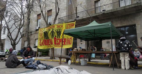 Sin más tregua, Nueva Esperanza instaló una carpa en el Municipio