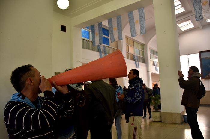 OCUPACION HALL MUNICIPALIDAD PROTESTA MTR VOTAMOS LUCHAR 02
