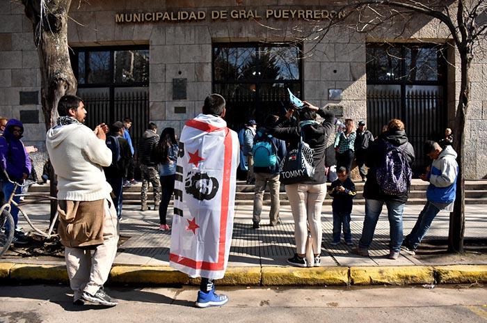 OCUPACION HALL MUNICIPALIDAD PROTESTA MTR VOTAMOS LUCHAR 04