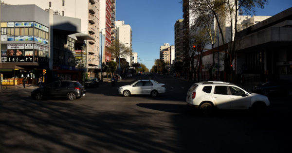 ¿Senda peatonal a mitad de cuadra en Luro e Independencia?