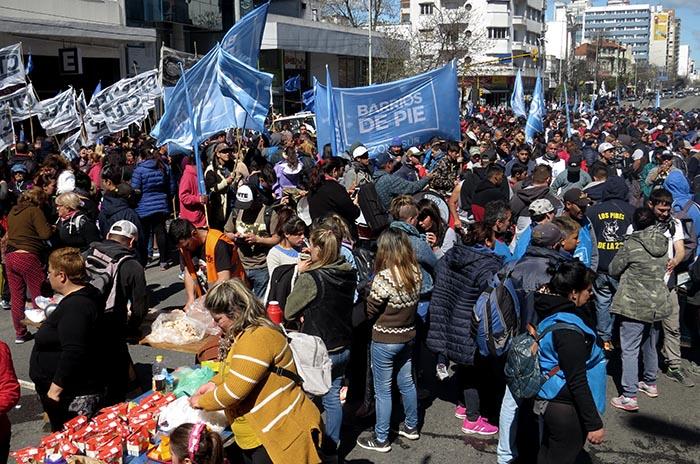 """Masiva marcha de organizaciones sociales  por """"tarifas justas"""""""
