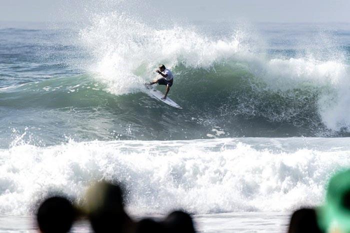 Surf: Usuna y Muñiz se metieron en segunda ronda del mundial