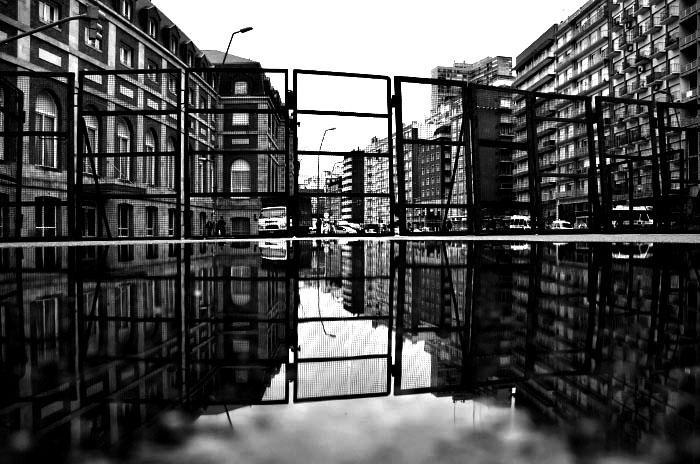 editorial ciudad con contrastes