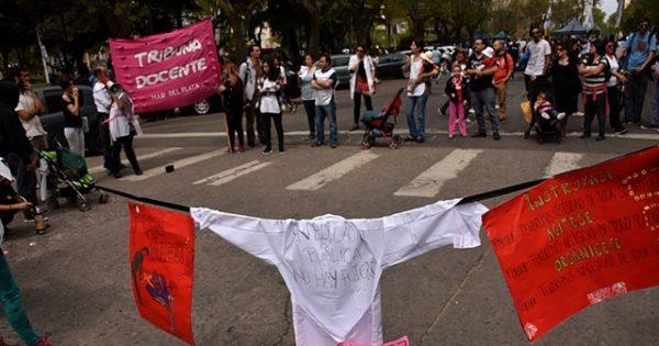"""Los docentes iniciaron un nuevo paro: """"El sueldo no alcanza"""""""