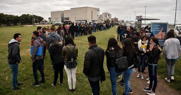 Feria de empleo: más de diez cuadras de fila por 2 mil puestos