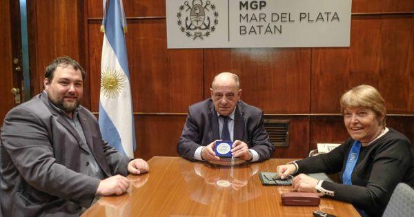 ONG internacional distinguió a Arroyo con una medalla de bronce