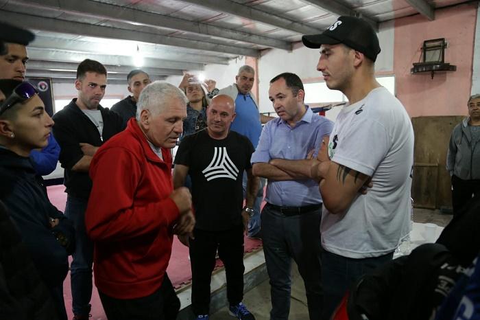 """""""Látigo"""" Coggi brindó una clínica de boxeo en Mar del Plata y fue distinguido"""