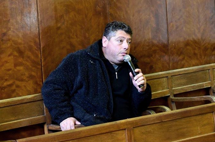 El defensor Salomón fue al Concejo y negó haber agredido a un policía