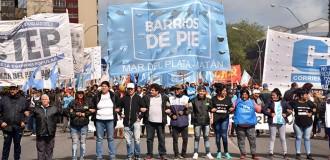 Masiva marcha ante la presencia de Macri en el Coloquio de IDEA