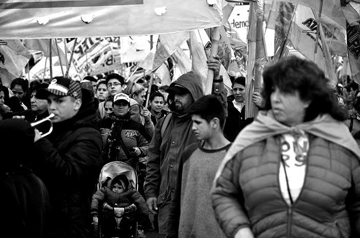MOVILIZACION-MARCHA-PROTESTA-MACRI-COLOQUIO-IDEA-2