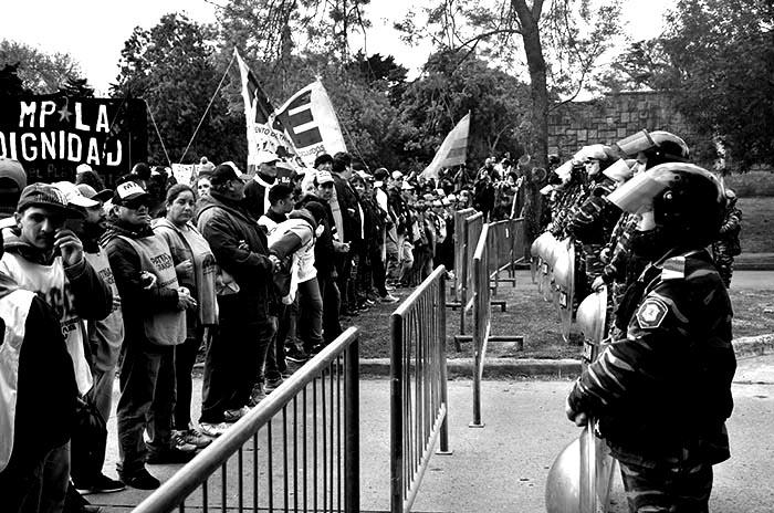 MOVILIZACION-MARCHA-PROTESTA-MACRI-COLOQUIO-IDEA-6
