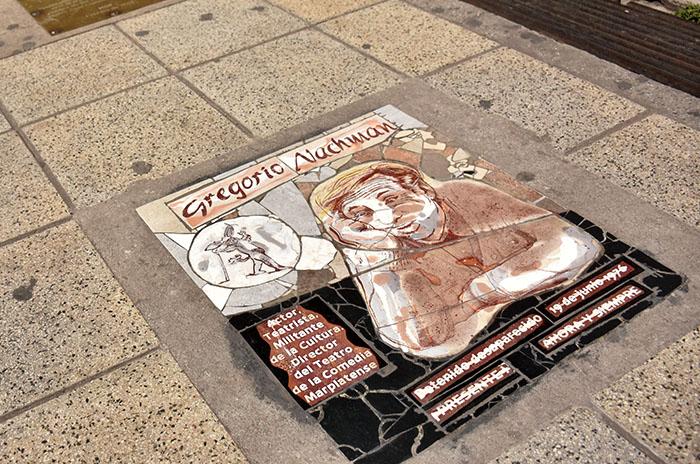 Atacaron la placa que rinde homenaje a Gregorio Nachman