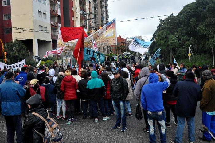 PROTESTA MACRI COLOQUIO MTR VOTAMOS LUCHAR  (1)