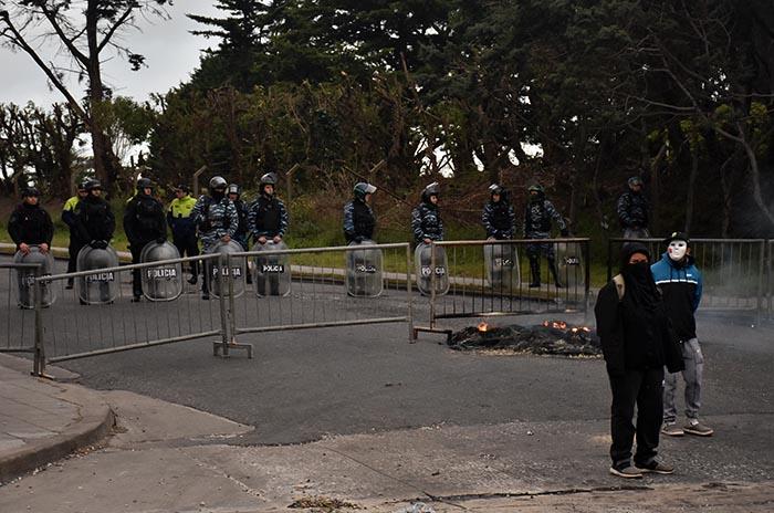 PROTESTA MACRI COLOQUIO MTR VOTAMOS LUCHAR  (4)