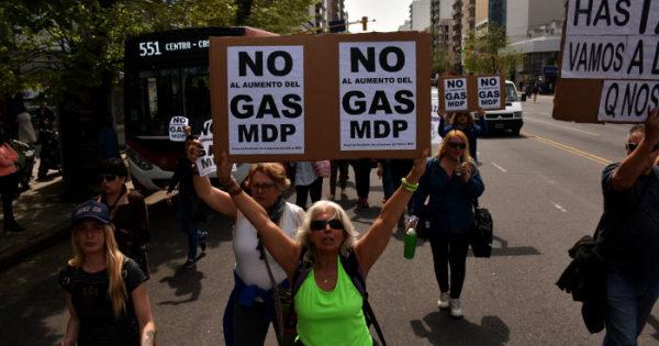 Vecinos protestan contra la suba del gas por la devaluación