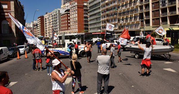 Guardavidas intensifican las protestas en la playa y en la costa