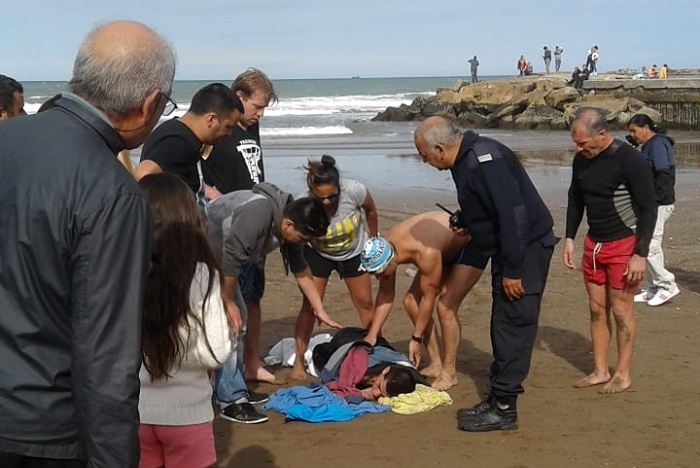 Rescate guardavidas playa popular