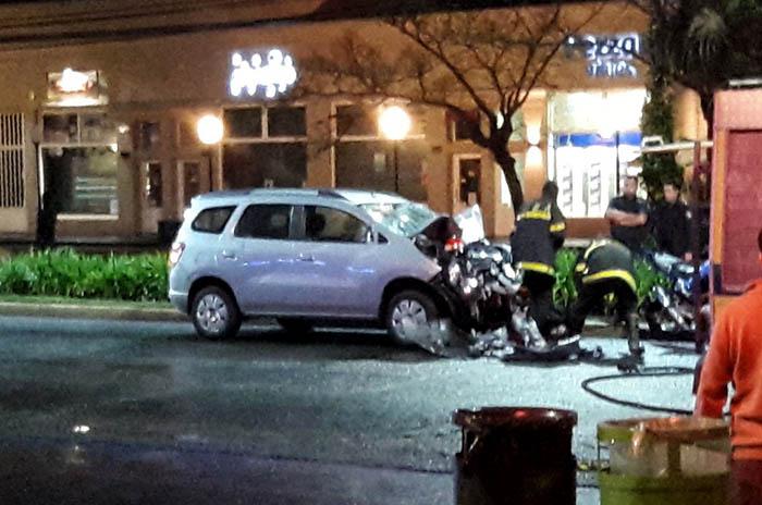 Dos muertos luego de que una camioneta impactara a una moto
