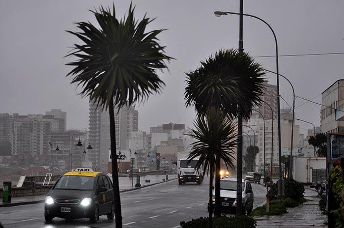 Domingo con pronóstico de lluvia y alerta por vientos intensos