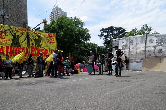 Tras 9 días, Leniz recibiría el lunes a quienes acampan en el Municipio