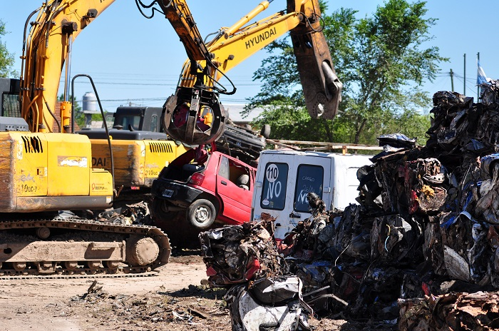 Compactaron gran cantidad de autos chocados y secuestrados
